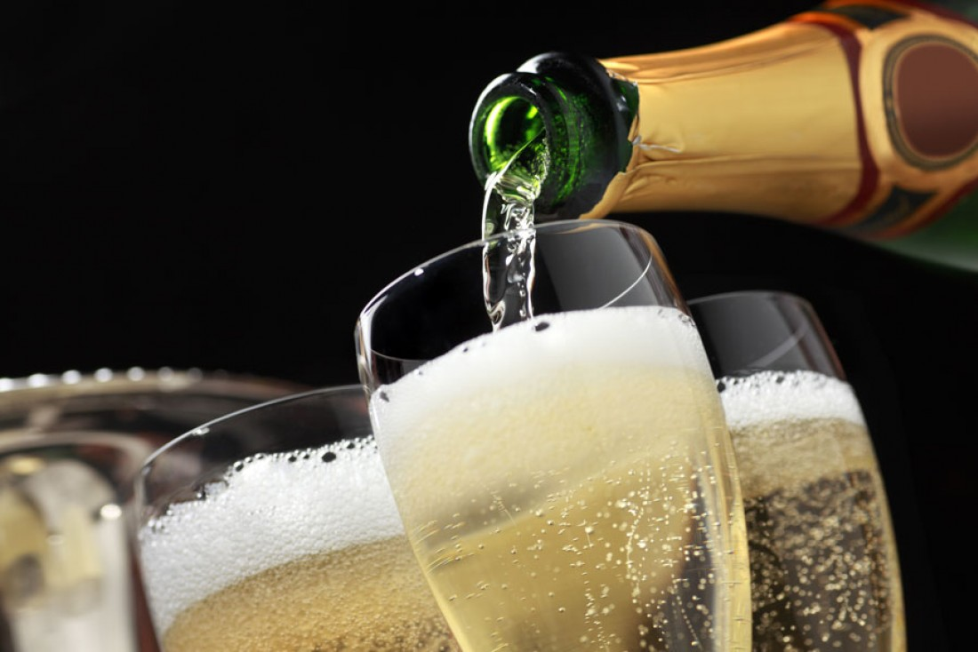 Drinking three glasses of champagne 'could help prevent dementia and Alzheimer's disease'